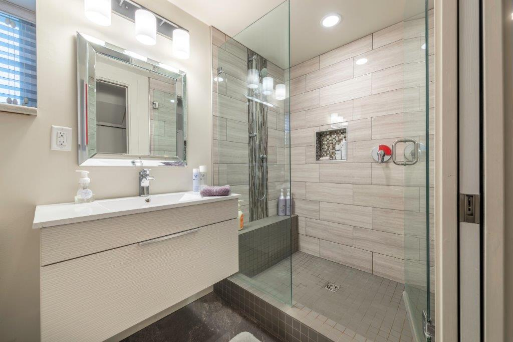 bathroom-renovation-kelowna-general-contractor-2